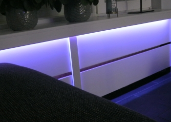 Philips hue ledstrip onder vensterbank